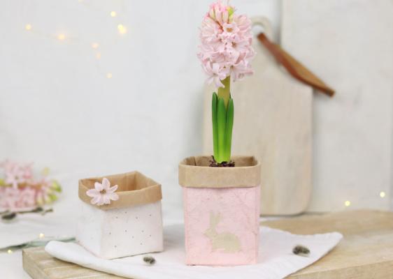 DIY: Frühlingshafte Blumentöpfe aus Milchtüten